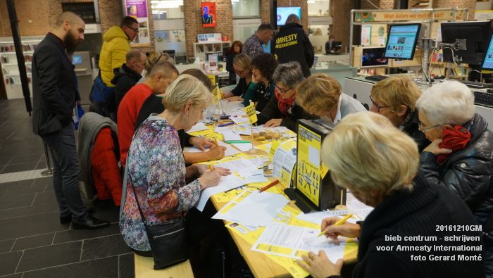 DSC01878- bieb centrum - Schrijven voor Amnesty International - 10december2016 - foto GerardMontE web