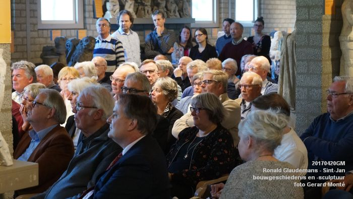 DSC03425- Ronald Glaudemans over de Sint-Jan - bouwgeschiedenis en bouwsculptuur 1250-1550 - 20april2017 - foto GerardMontE web