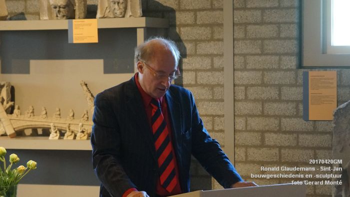 DSC03432- Ronald Glaudemans over de Sint-Jan - bouwgeschiedenis en bouwsculptuur 1250-1550 - 20april2017 - foto GerardMontE web