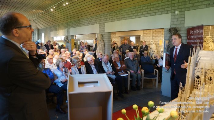 DSC03462- Ronald Glaudemans over de Sint-Jan - bouwgeschiedenis en bouwsculptuur 1250-1550 - 20april2017 - foto GerardMontE web