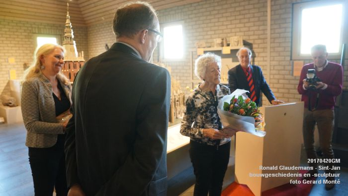 DSC03469- Ronald Glaudemans over de Sint-Jan - bouwgeschiedenis en bouwsculptuur 1250-1550 - 20april2017 - foto GerardMontE web