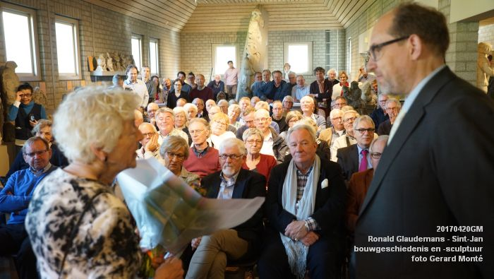 DSC03470- Ronald Glaudemans over de Sint-Jan - bouwgeschiedenis en bouwsculptuur 1250-1550 - 20april2017 - foto GerardMontE web
