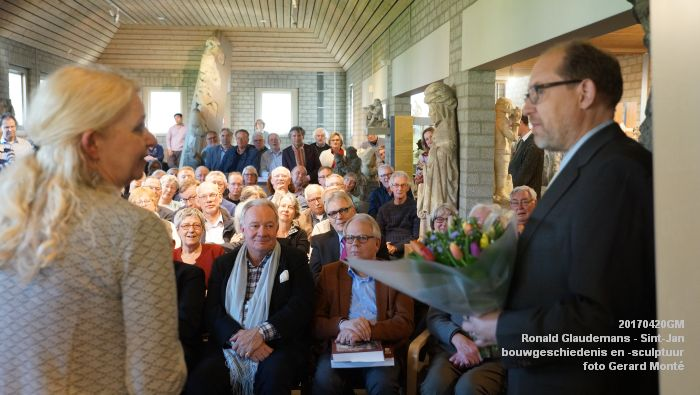 DSC03472- Ronald Glaudemans over de Sint-Jan - bouwgeschiedenis en bouwsculptuur 1250-1550 - 20april2017 - foto GerardMontE web