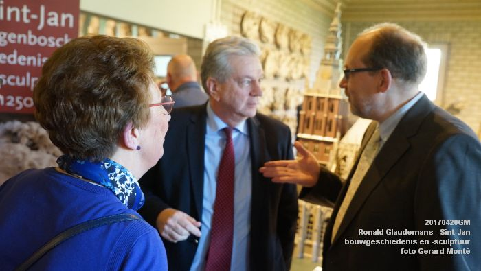 DSC03476- Ronald Glaudemans over de Sint-Jan - bouwgeschiedenis en bouwsculptuur 1250-1550 - 20april2017 - foto GerardMontE web