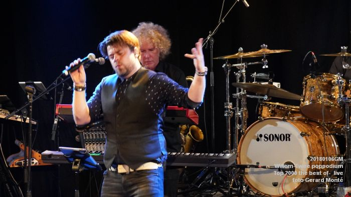 f052DSC09201- Willem-Twee poppodium - Top 2000 the best of live- 6jan2018 - foto GerardMontE web