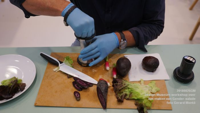 mDSC03557- Design Museum Food is fictie - Workshop over het maken van Gender-salade - 25aug2018 -  foto GerardMontE web