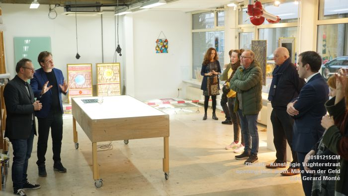 DSC06323- Glaslab opening door wethouder Mike van der Geld - Kunstregie Vughterstraat - 15dec2018 -  foto GerardMontE web