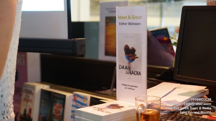 DSC05178- Esther Walraven over haar young adult -boek Daan en Nadia  23september2016 -  foto GerardMontE web