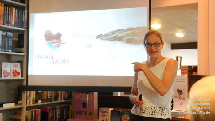 DSC05190- Esther Walraven over haar young adult -boek Daan en Nadia  23september2016 -  foto GerardMontE web