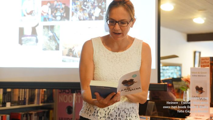 DSC05197- Esther Walraven over haar young adult -boek Daan en Nadia  23september2016 -  foto GerardMontE web
