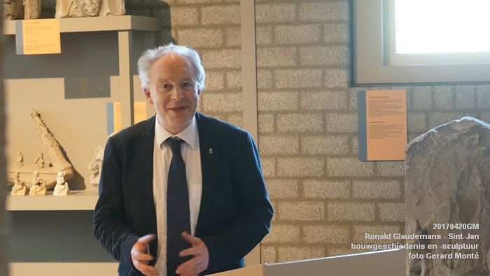 DSC03430- Ronald Glaudemans over de Sint-Jan - bouwgeschiedenis en bouwsculptuur 1250-1550 - 20april2017 - foto GerardMontE web