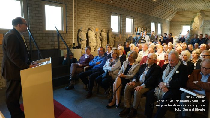DSC03447- Ronald Glaudemans over de Sint-Jan - bouwgeschiedenis en bouwsculptuur 1250-1550 - 20april2017 - foto GerardMontE web