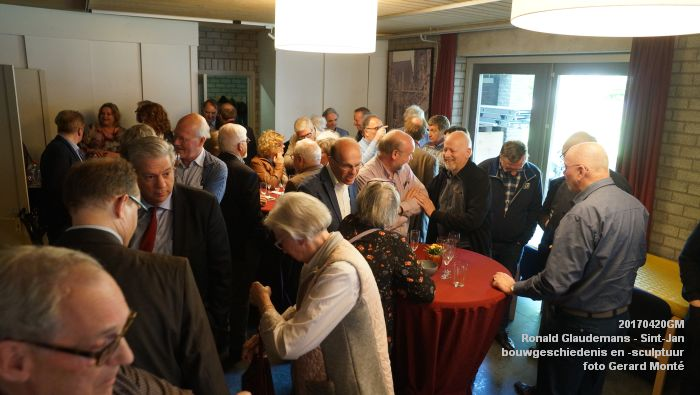DSC03498- Ronald Glaudemans over de Sint-Jan - bouwgeschiedenis en bouwsculptuur 1250-1550 - 20april2017 - foto GerardMontE web