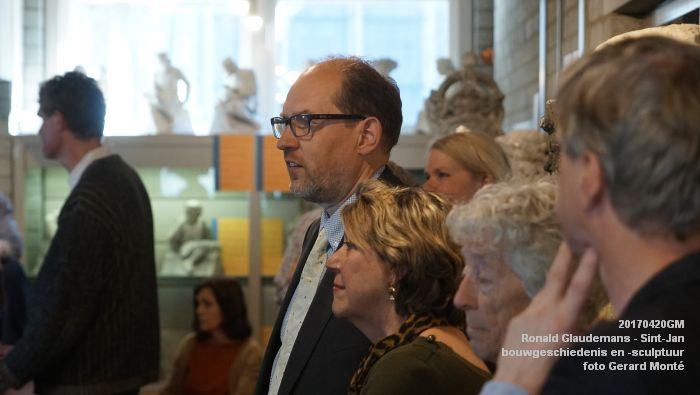 bDSC03426- Ronald Glaudemans over de Sint-Jan - bouwgeschiedenis en bouwsculptuur 1250-1550 - 20april2017 - foto GerardMontE web