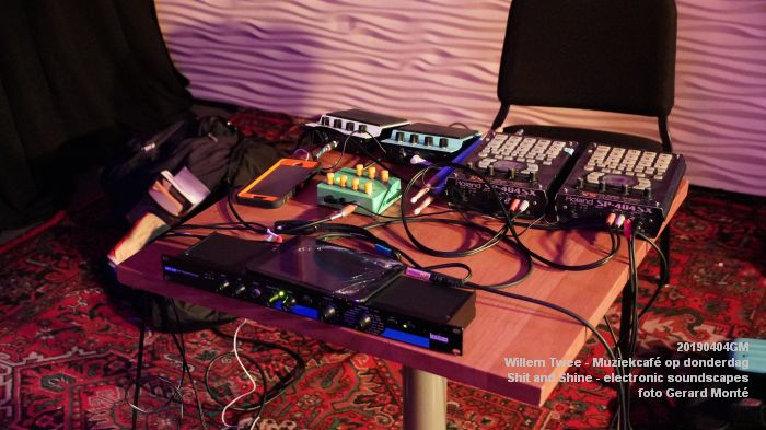 LDSC00481- Willem Twee - Muziekcafe - Shit and Shine - electronic soundscapes - 4apr2019 -  foto GerardMontE web
