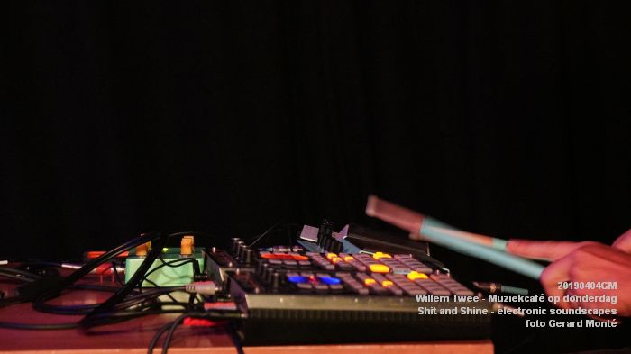 LDSC00485- Willem Twee - Muziekcafe - Shit and Shine - electronic soundscapes - 4apr2019 -  foto GerardMontE web