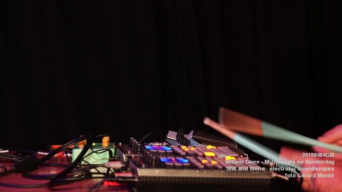 LDSC00486- Willem Twee - Muziekcafe - Shit and Shine - electronic soundscapes - 4apr2019 -  foto GerardMontE web