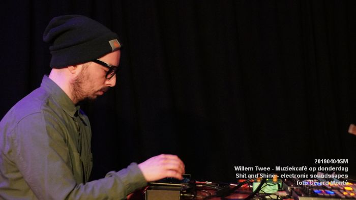LDSC00487- Willem Twee - Muziekcafe - Shit and Shine - electronic soundscapes - 4apr2019 -  foto GerardMontE web
