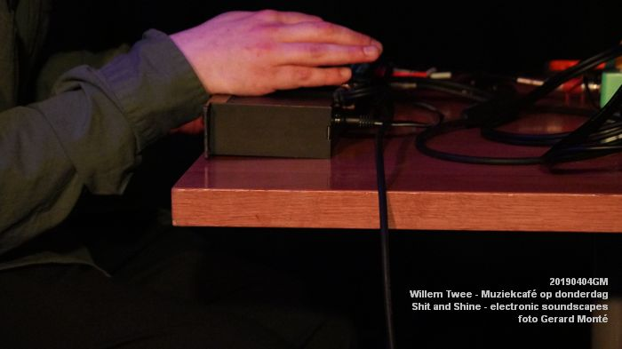 LDSC00488- Willem Twee - Muziekcafe - Shit and Shine - electronic soundscapes - 4apr2019 -  foto GerardMontE web