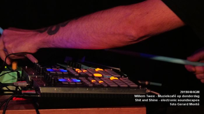 LDSC00490- Willem Twee - Muziekcafe - Shit and Shine - electronic soundscapes - 4apr2019 -  foto GerardMontE web