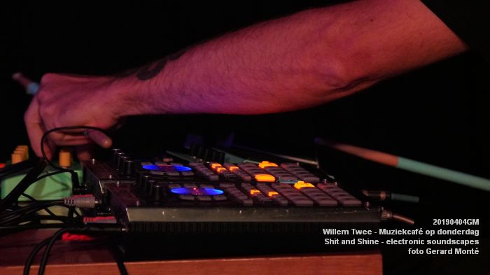 LDSC00491- Willem Twee - Muziekcafe - Shit and Shine - electronic soundscapes - 4apr2019 -  foto GerardMontE web