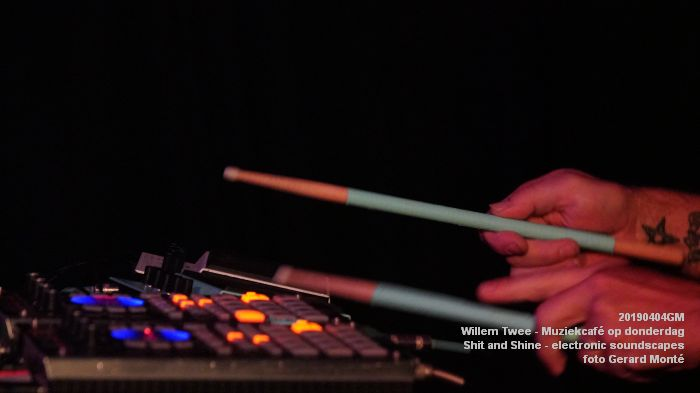 LDSC00494- Willem Twee - Muziekcafe - Shit and Shine - electronic soundscapes - 4apr2019 -  foto GerardMontE web
