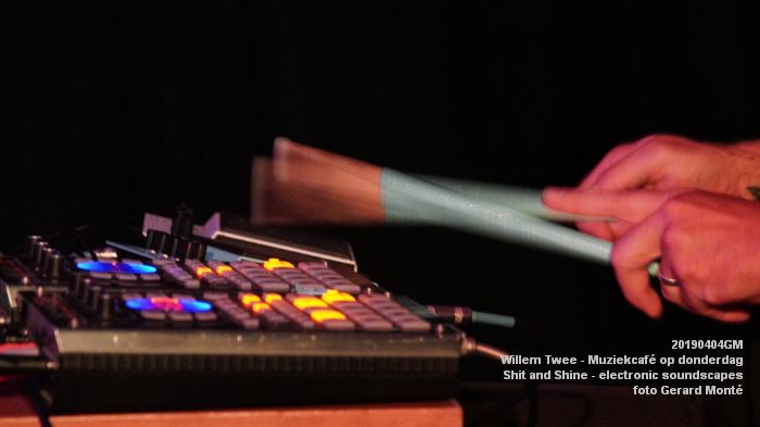 LDSC00500- Willem Twee - Muziekcafe - Shit and Shine - electronic soundscapes - 4apr2019 -  foto GerardMontE web