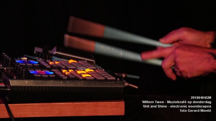 LDSC00501- Willem Twee - Muziekcafe - Shit and Shine - electronic soundscapes - 4apr2019 -  foto GerardMontE web
