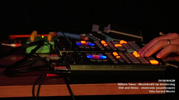 LDSC00504- Willem Twee - Muziekcafe - Shit and Shine - electronic soundscapes - 4apr2019 -  foto GerardMontE web