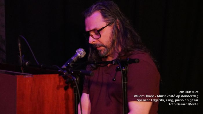 oDSC01832- Willem Twee - Muziekcafe - Spencer Edgards  zang  piano en gitaar - 18apr2019 -  foto GerardMontE web