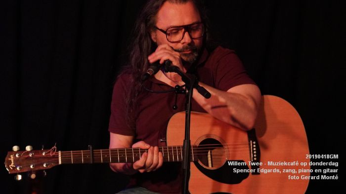 oDSC01844- Willem Twee - Muziekcafe - Spencer Edgards  zang  piano en gitaar - 18apr2019 -  foto GerardMontE web