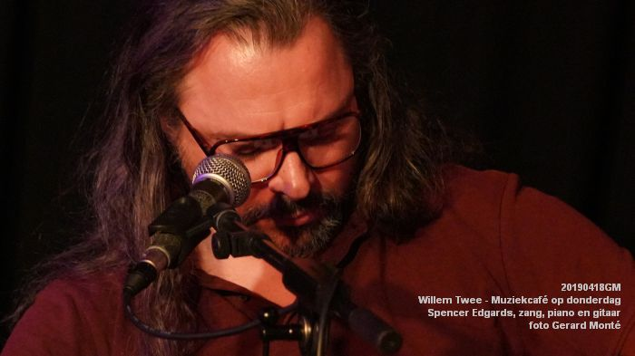 oDSC01857- Willem Twee - Muziekcafe - Spencer Edgards  zang  piano en gitaar - 18apr2019 -  foto GerardMontE web